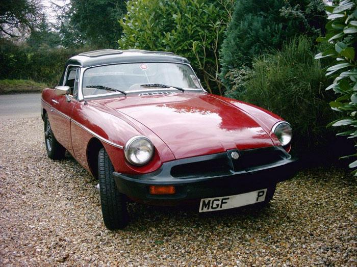 My newly acquired (Dec 2004) MGB Roadster. Needs tidying for the Summer.