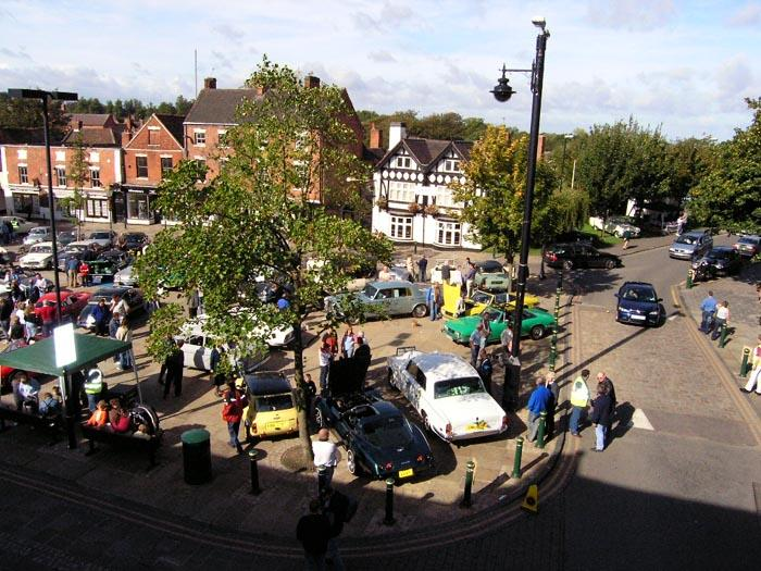 View of the vehicles on The square Atherstone: Sep 2004