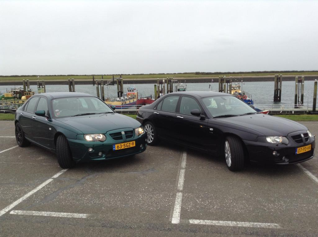 Since 31/12/2013 we have a second MG ZT. This time a left hand drive V6. It's a beautiful couple!